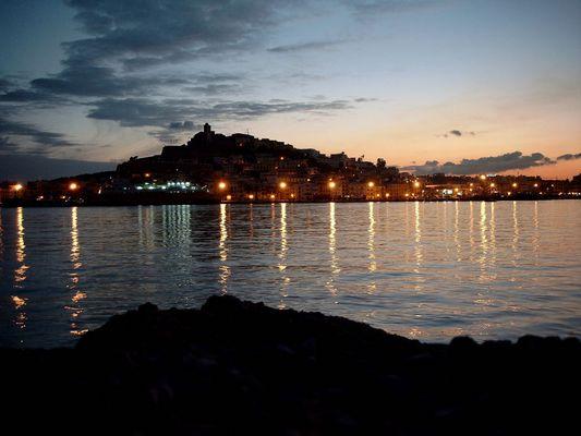 Ibiza Stadt in der Dämmerung