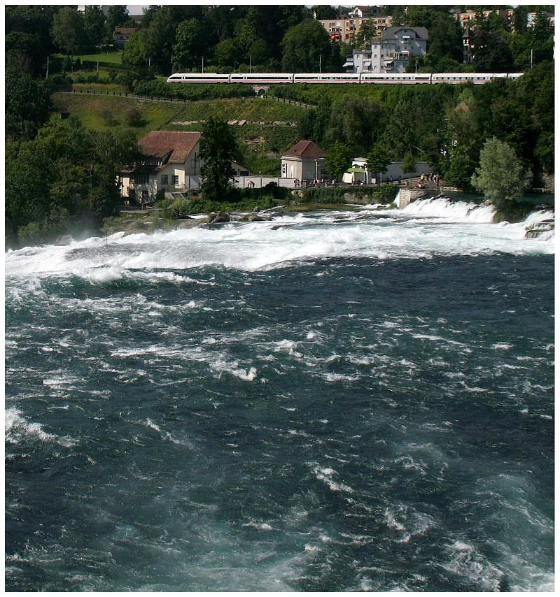 ICE vor dem Rheinfall