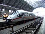 ICE-Zug im Frankfurter Hauptbahnhof