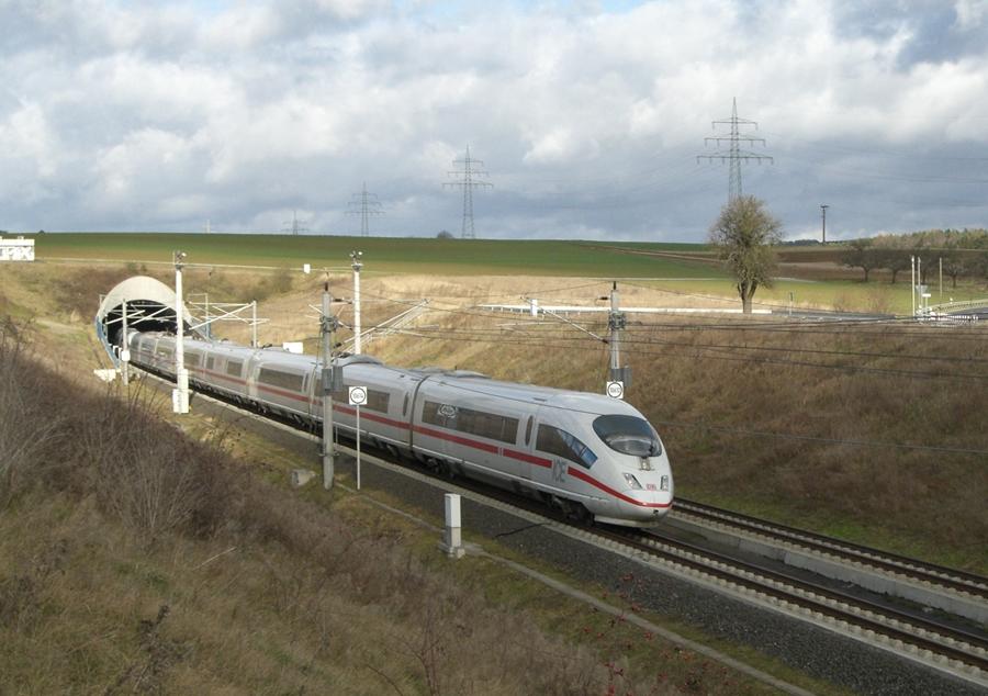 ICE3 auf der Schnellfahrstrecke zwischen Frankfurt/Main und Köln