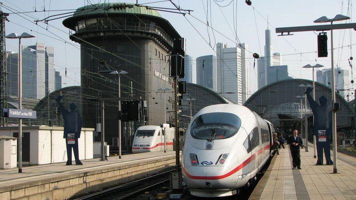 ICE3M und ICE1 in Frankfurt a. Main