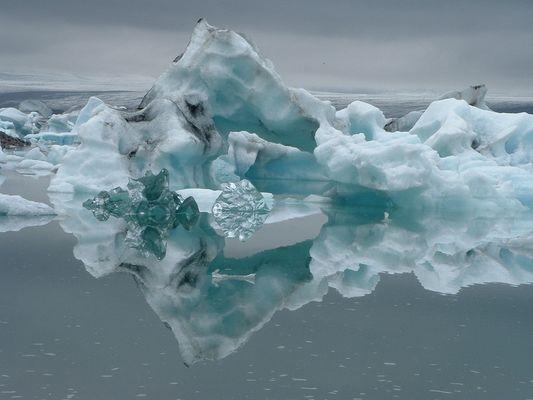 iceberg à Jokulsarlon ( ISLANDE )