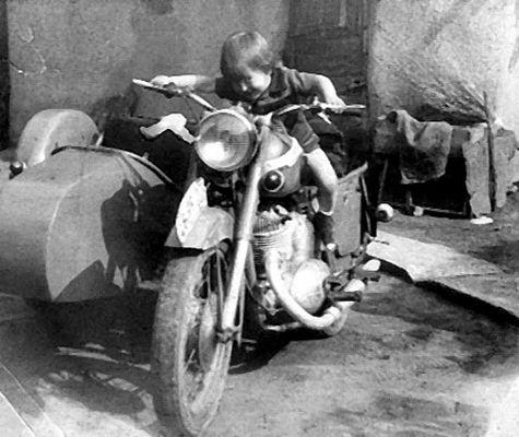 ich auf Papa's Motorrad