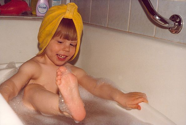 Ich beim Badevergnügen mit drei Jahren ; ))