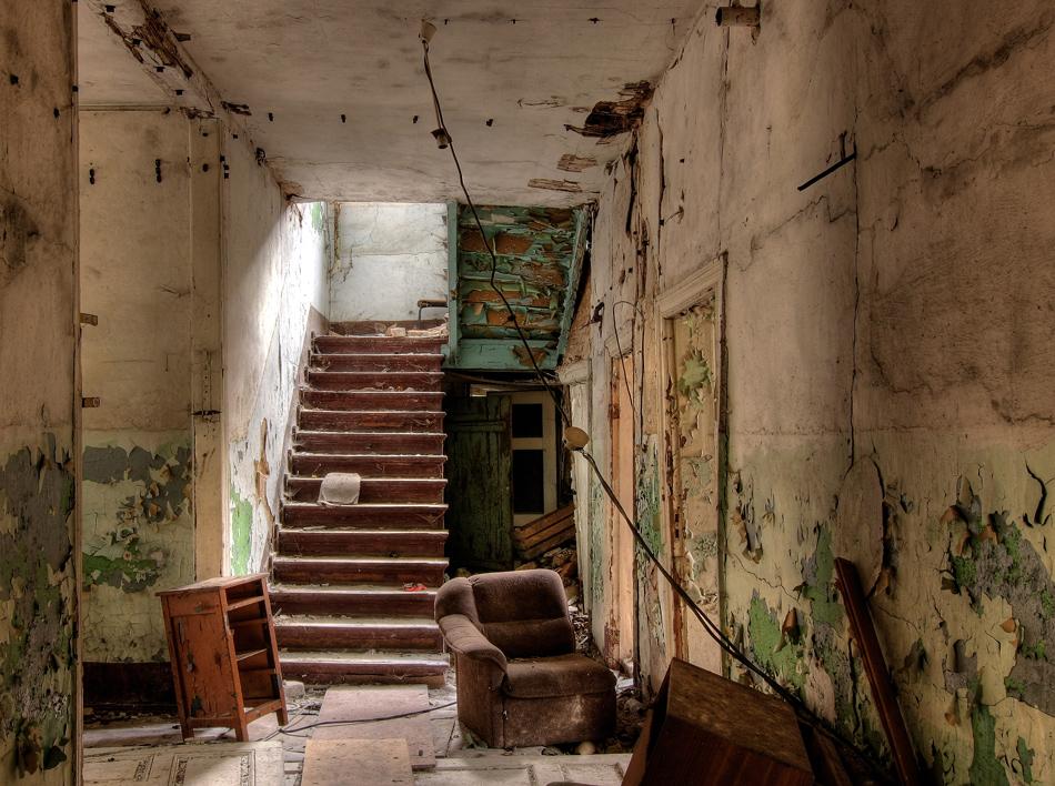 Ich glaube, in der ersten Etage ist noch ein Zimmer frei...