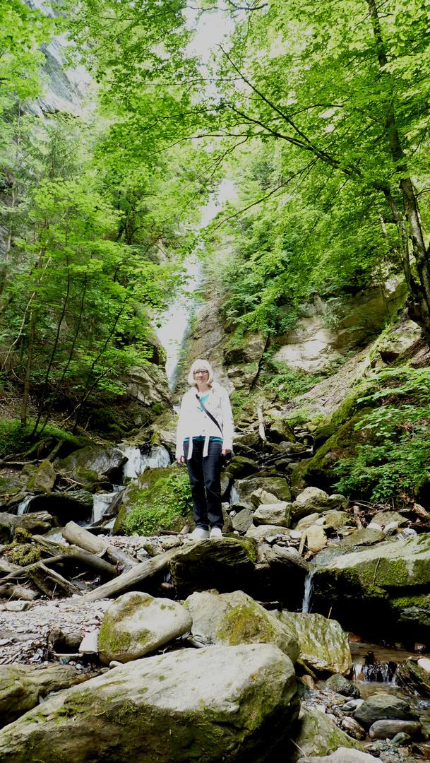 Ich vor den Wasserfall