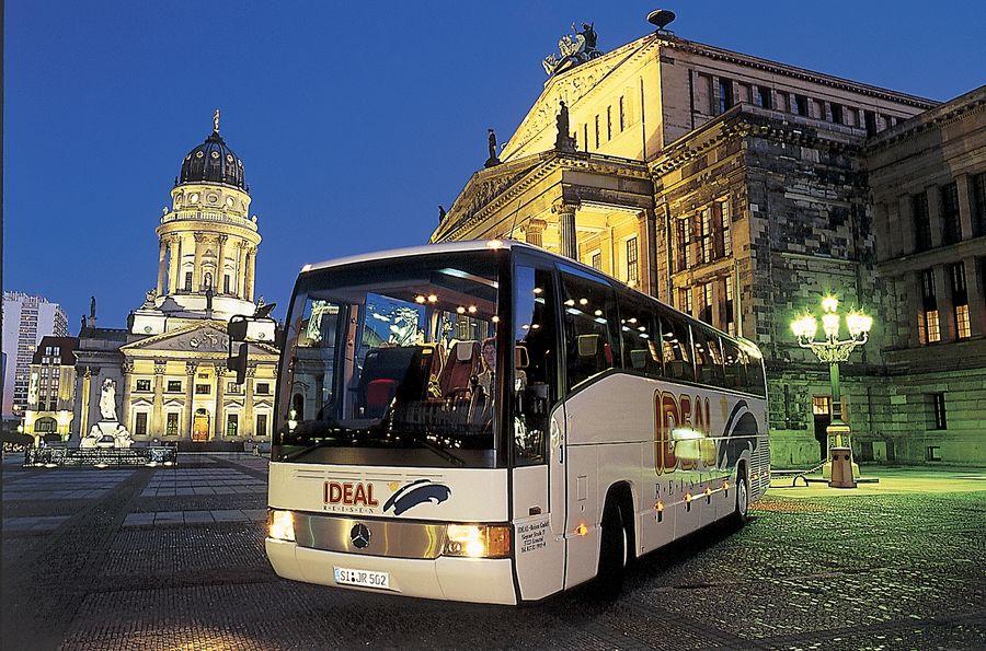 IDEAL-Bus auf dem Gendarmenmarkt