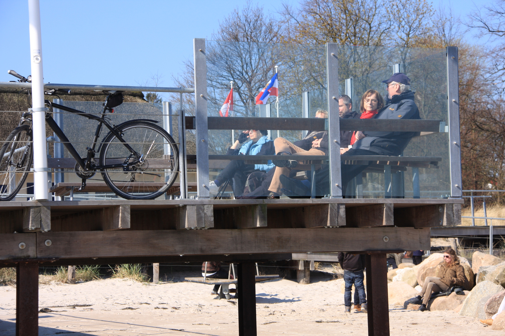 idylle mit fahrrad am strand von scharbö
