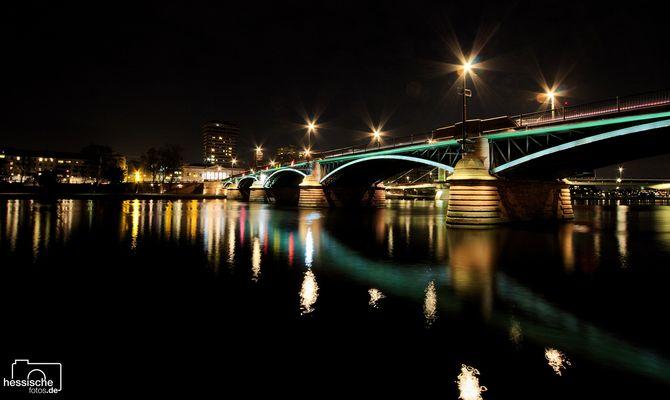 Ignatz-Bubis-Brücke und die Alte Stadtbibliothek