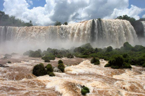 """Iguazu - """"grosses Wasser"""""""