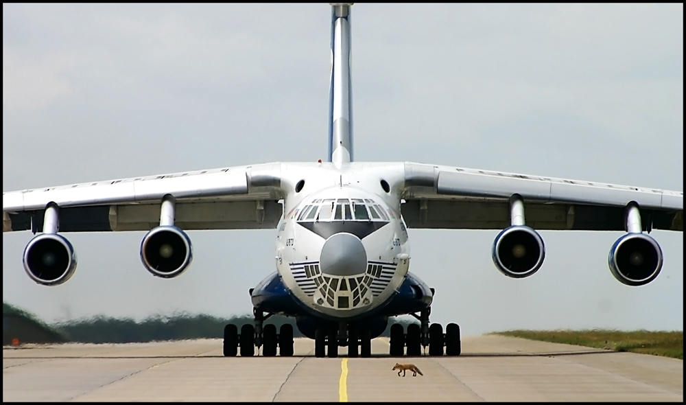 IL-76 vs. little Fox