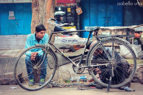 Il biciclettaio - Men at work - Delhi -India