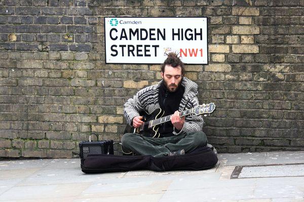 il bravo chitarrista di strada