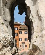 ...il buco nella fontana di piazza Navona...