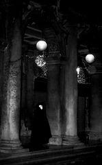 il buio, i passi, la luna 8
