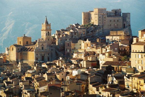 Il castello di CACCAMO dove farò riprese video per il mio prossimo documentario