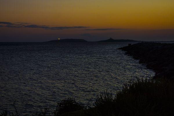 Il faro di Capo San Marco in lontananza.
