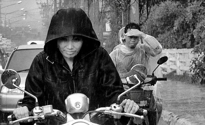Il faut passer malgré la pluie