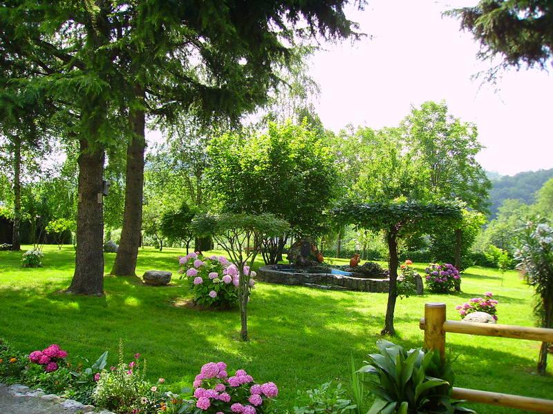 Il giardino di casa foto immagini paesaggi campagna for Foto di case