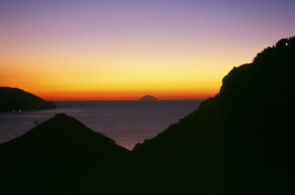 Il mare di Tindari al tramonto
