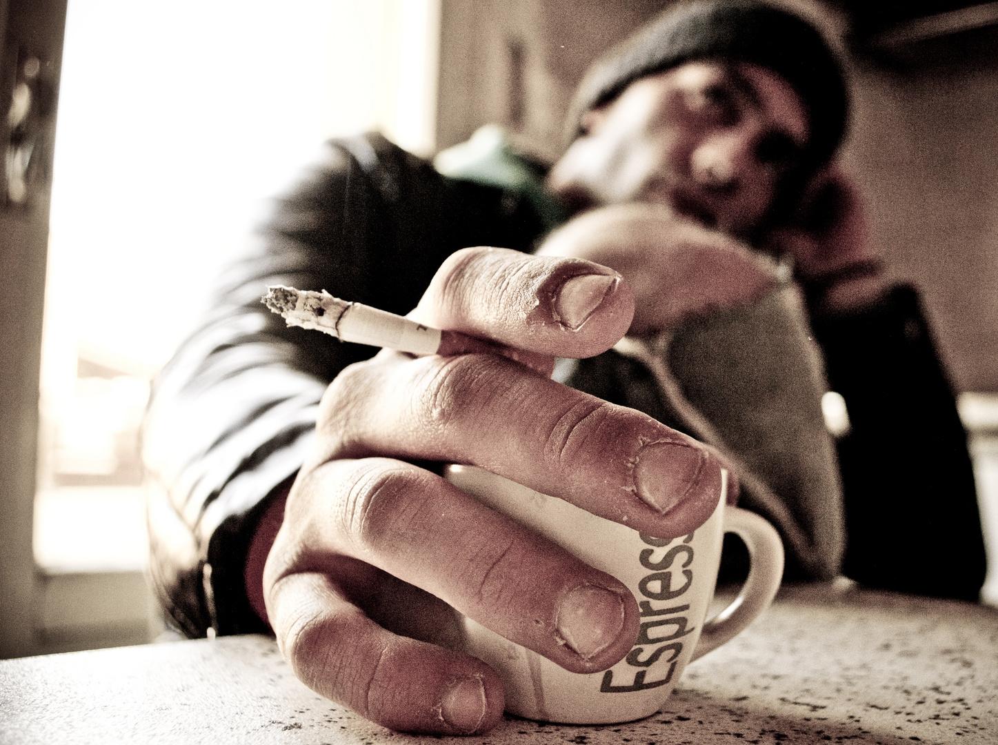 il perfetto connubio tra caffè e sigaretta...
