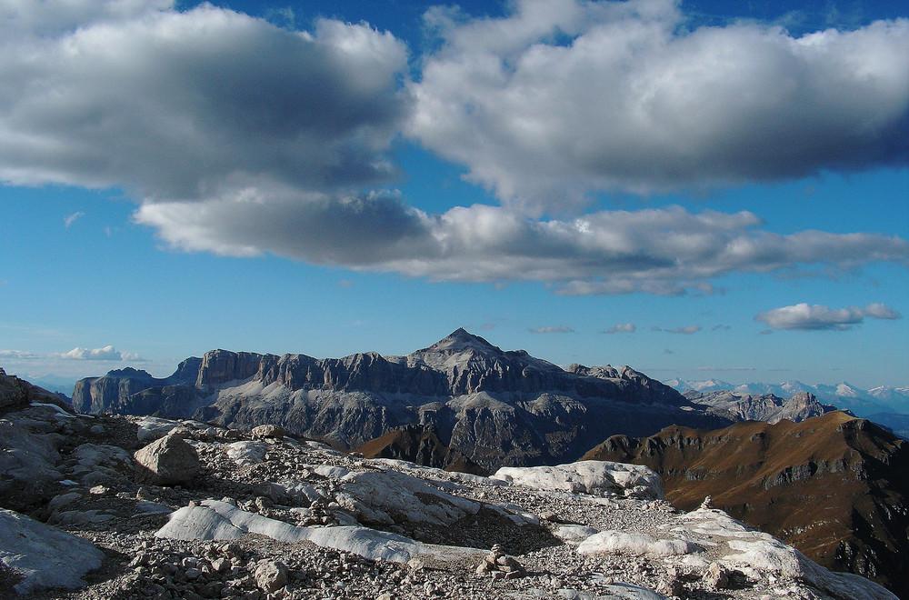 Il Piz Boè altezza 3152 visto dalla Marmolada