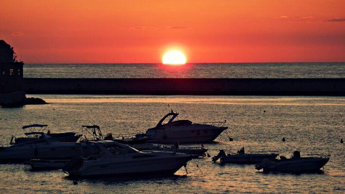 Il sole bacia il mare...