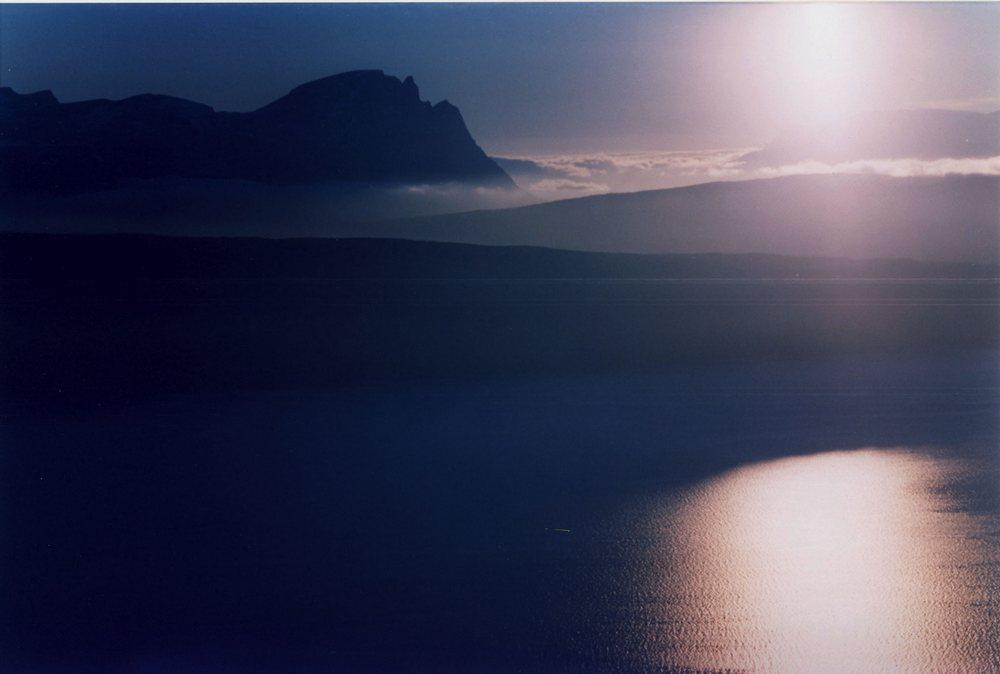 ..il sole di mezzanotte(Narwik.Norvegia)...nn proprio notte..