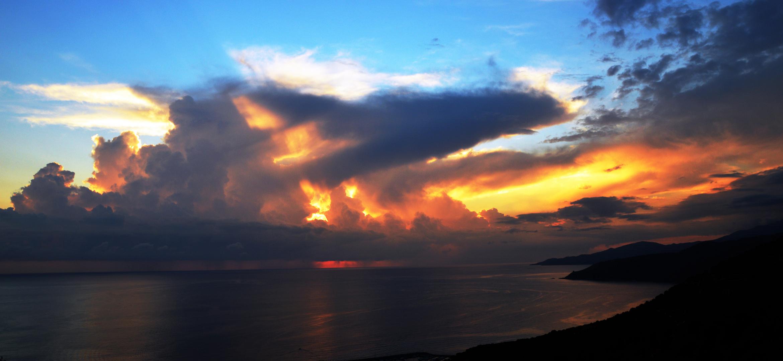 Il sole, il mare e le nuvole....