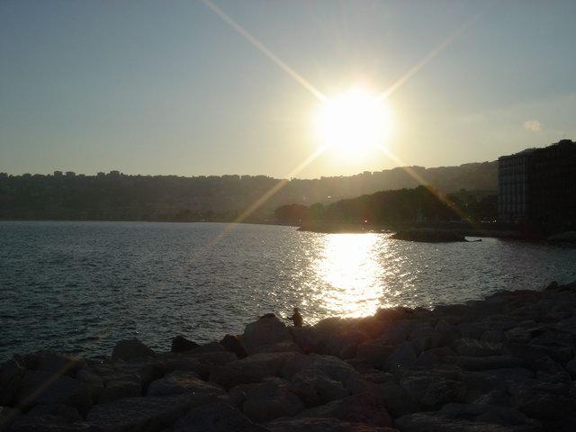 Il sole saluta il mare...