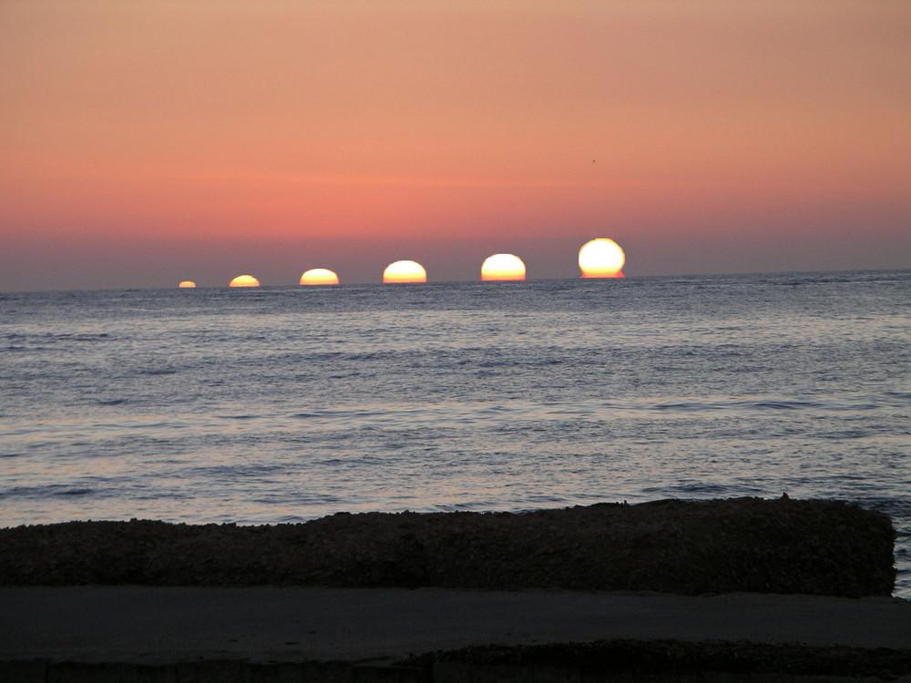 il sole sorge a marina di Noto