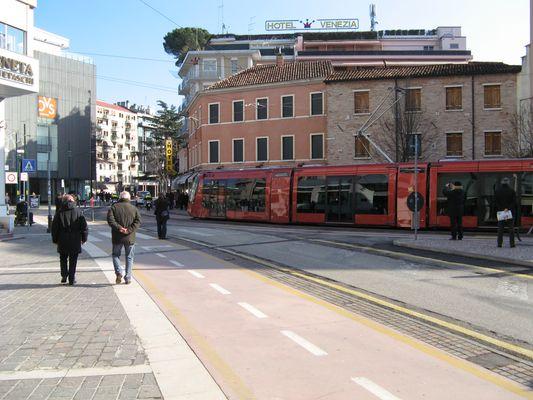 Il tram di Mestre e le curve!