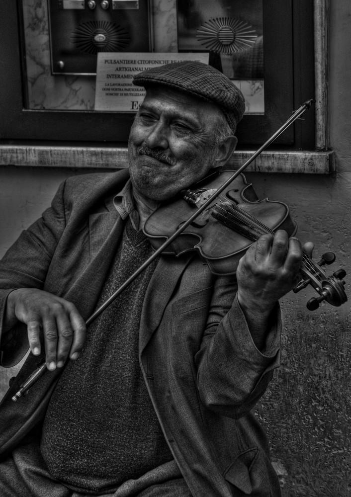 Il violinista di strada.