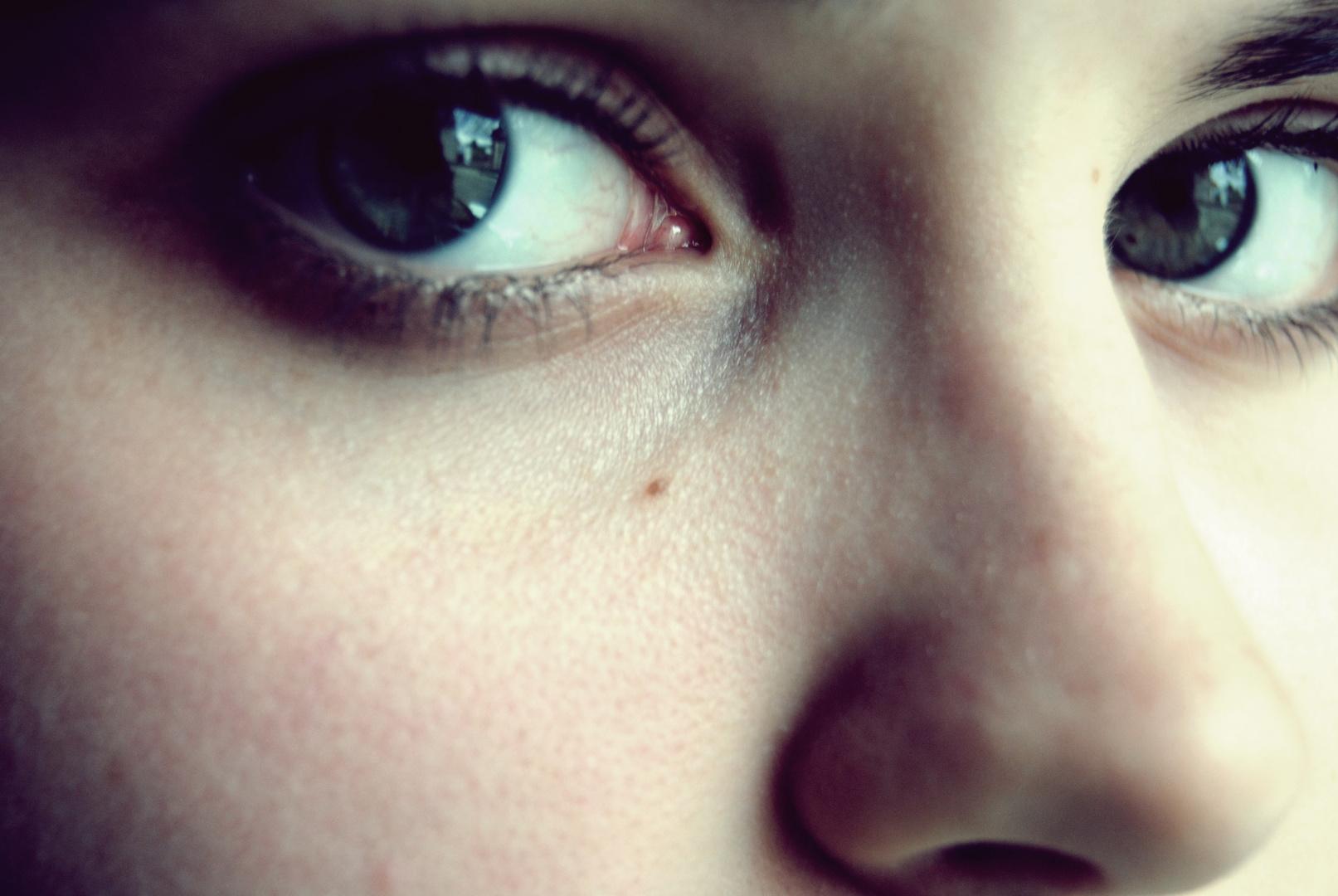 Il y a des yeux qui reçoivent la lumière et il y a des yeux qui la donnent.