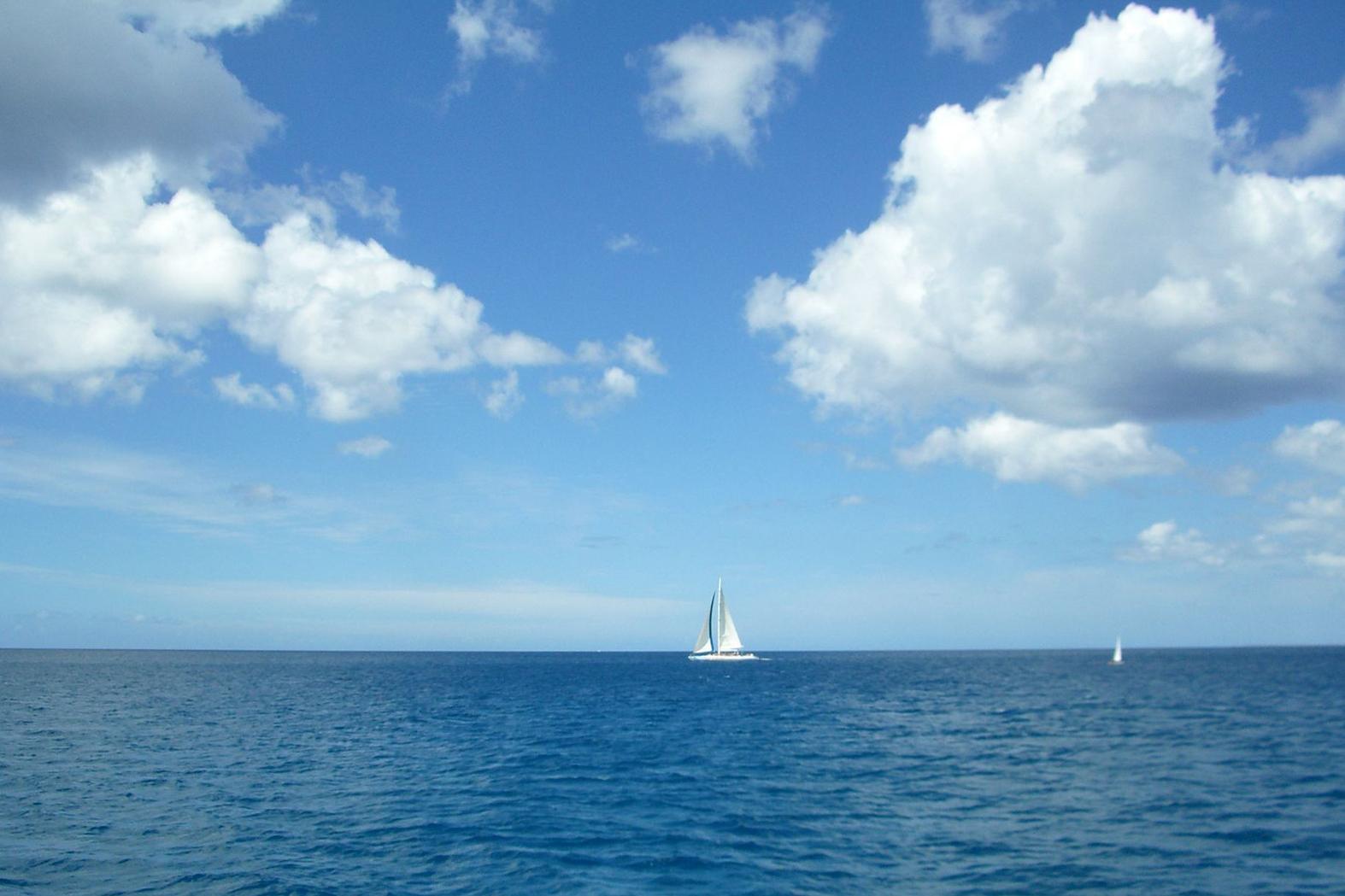 Il y avait nous, quelques nuages et la mer ... à l'infini