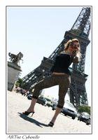 il ya la Tour Eiffel