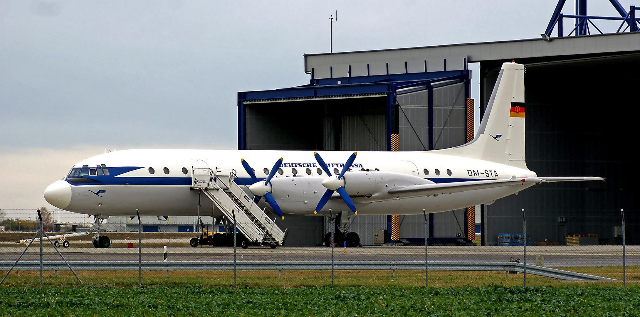 Iljuschin IL-18 / DM-STA