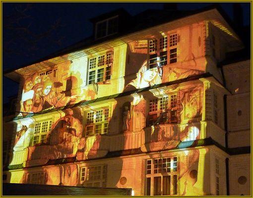 Illuminierte Hauswand