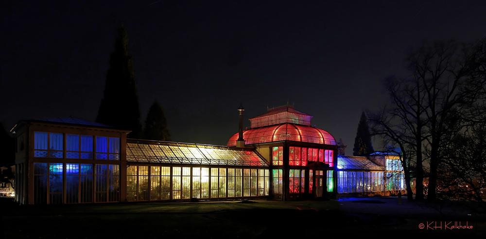 Illuminiertes Gewächshaus im Bergpark Kassel - I