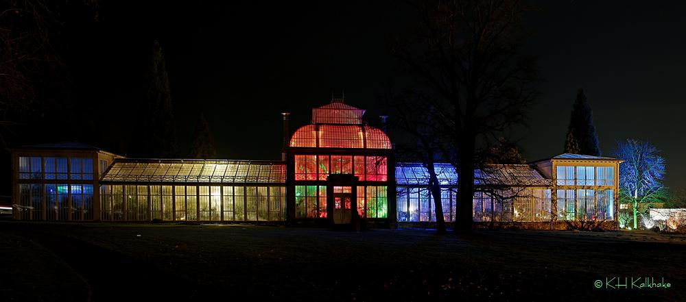 Illuminiertes Gewächshaus im Bergpark Kassel - II