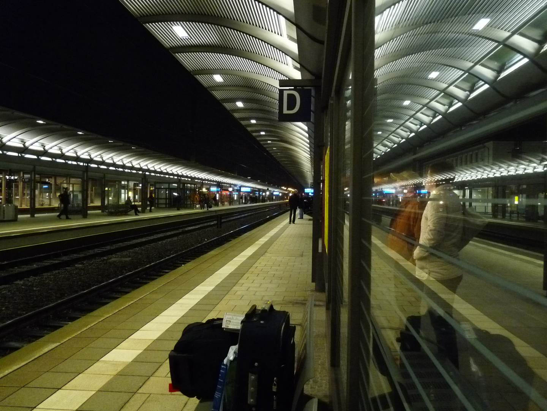 Im Bahnhof um 06 00h
