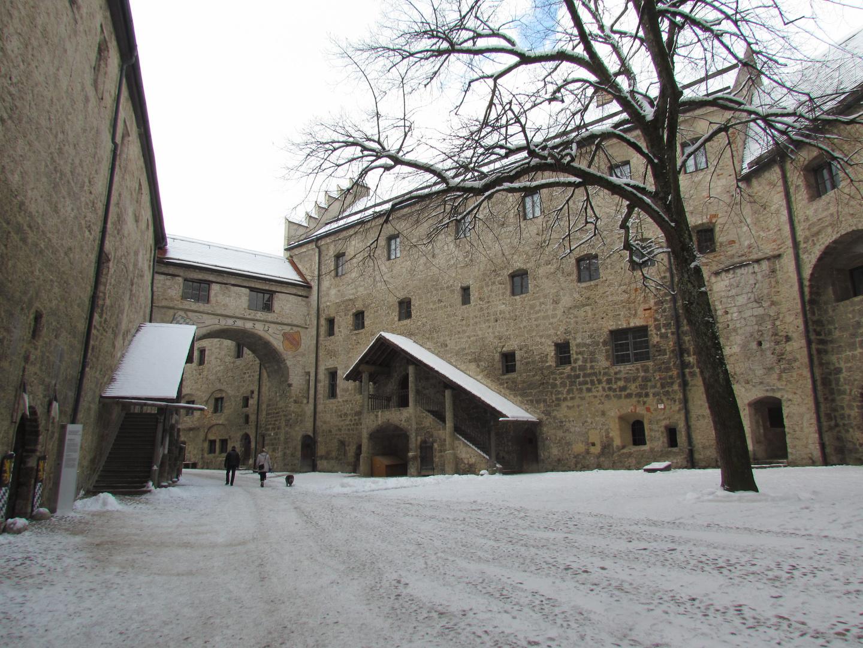 Im Burghof der Burg zu Burghausen