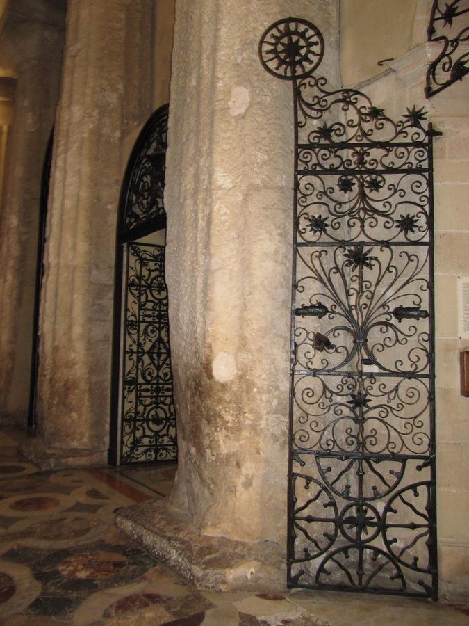 Im Dom von Syrakus
