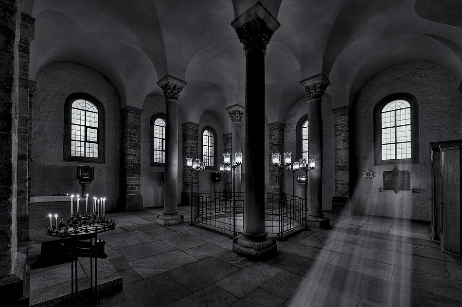 Im Dom zu Speyer 2 in B+W