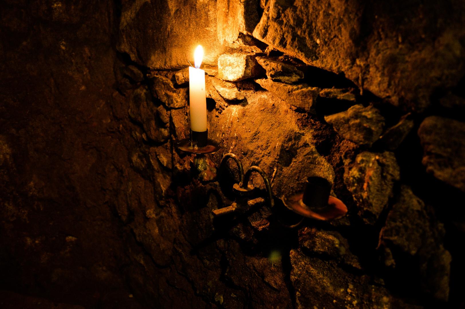 Im dunklen Keller