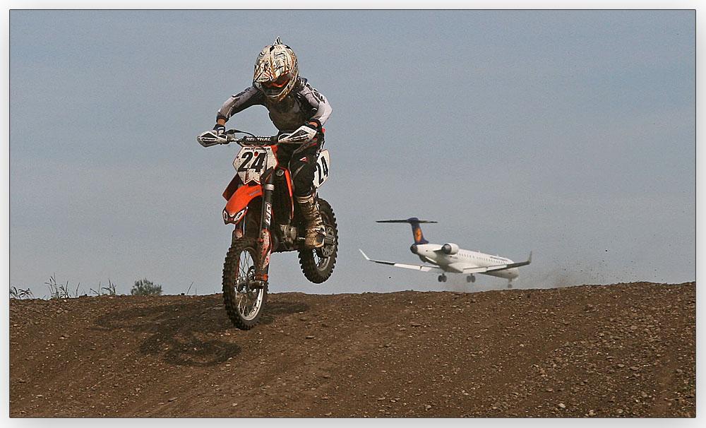 """IM FLUG"" Motocross Flughafen München"