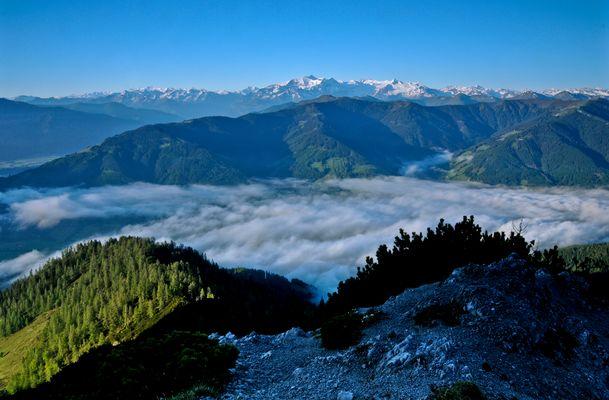 Im Frühtau zu Berge...