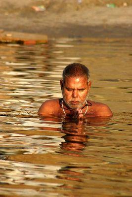 Im Gebet versunken (Varanasi)
