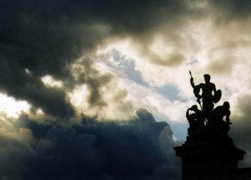 Im Gegenlicht - am Piazza Venezia