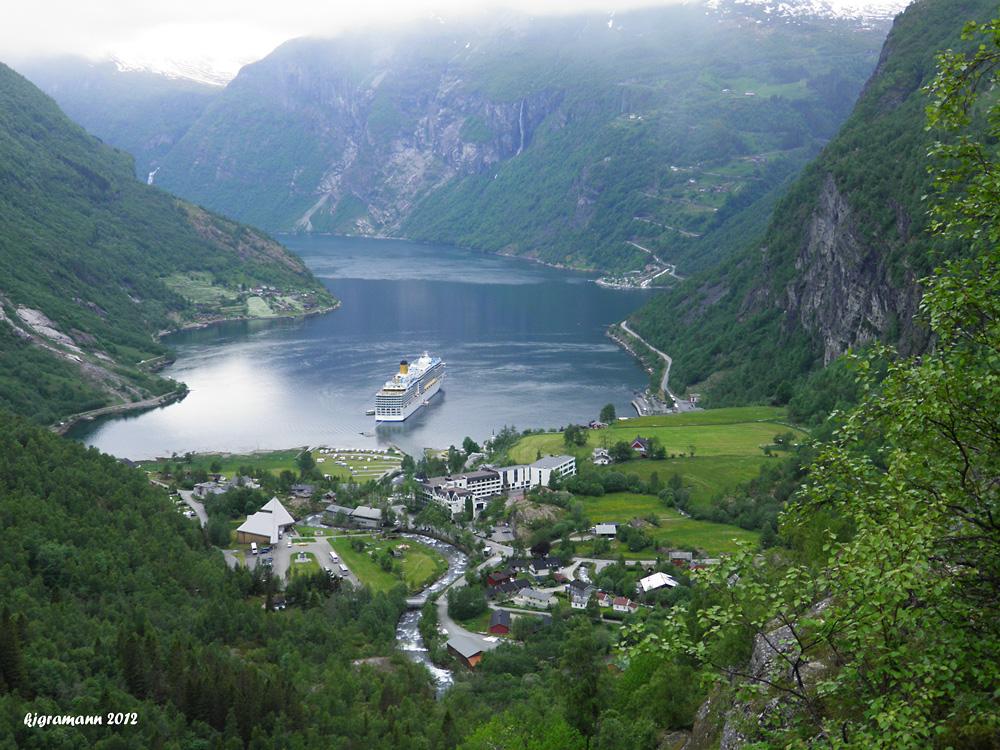 im geiranger fjord........